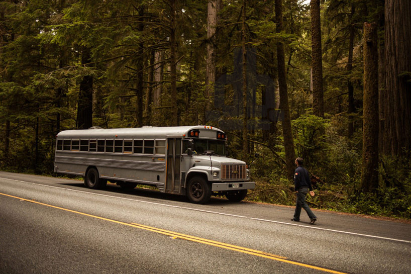 hank-bought-a-bus-turns-schoolbus-into-home-designboom01